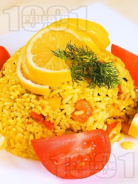 Паеля с бял ориз, пилешко месо, скариди, зелен фасул и шафран - снимка на рецептата